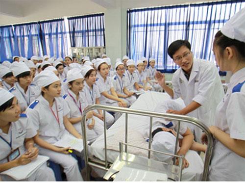 sinh viên ngành điều dưỡng.