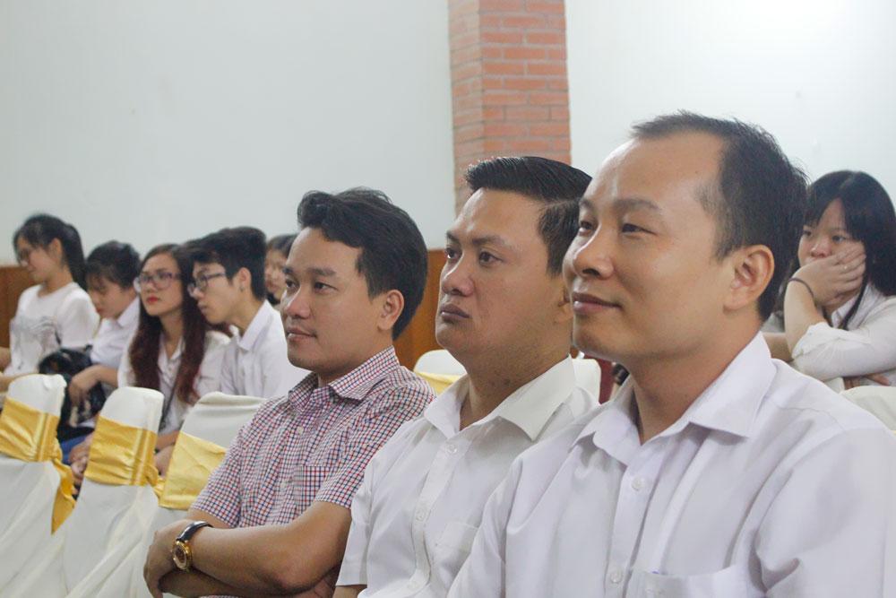 khoang-khac-ngay-khai-giang-nam-2016-2017-22