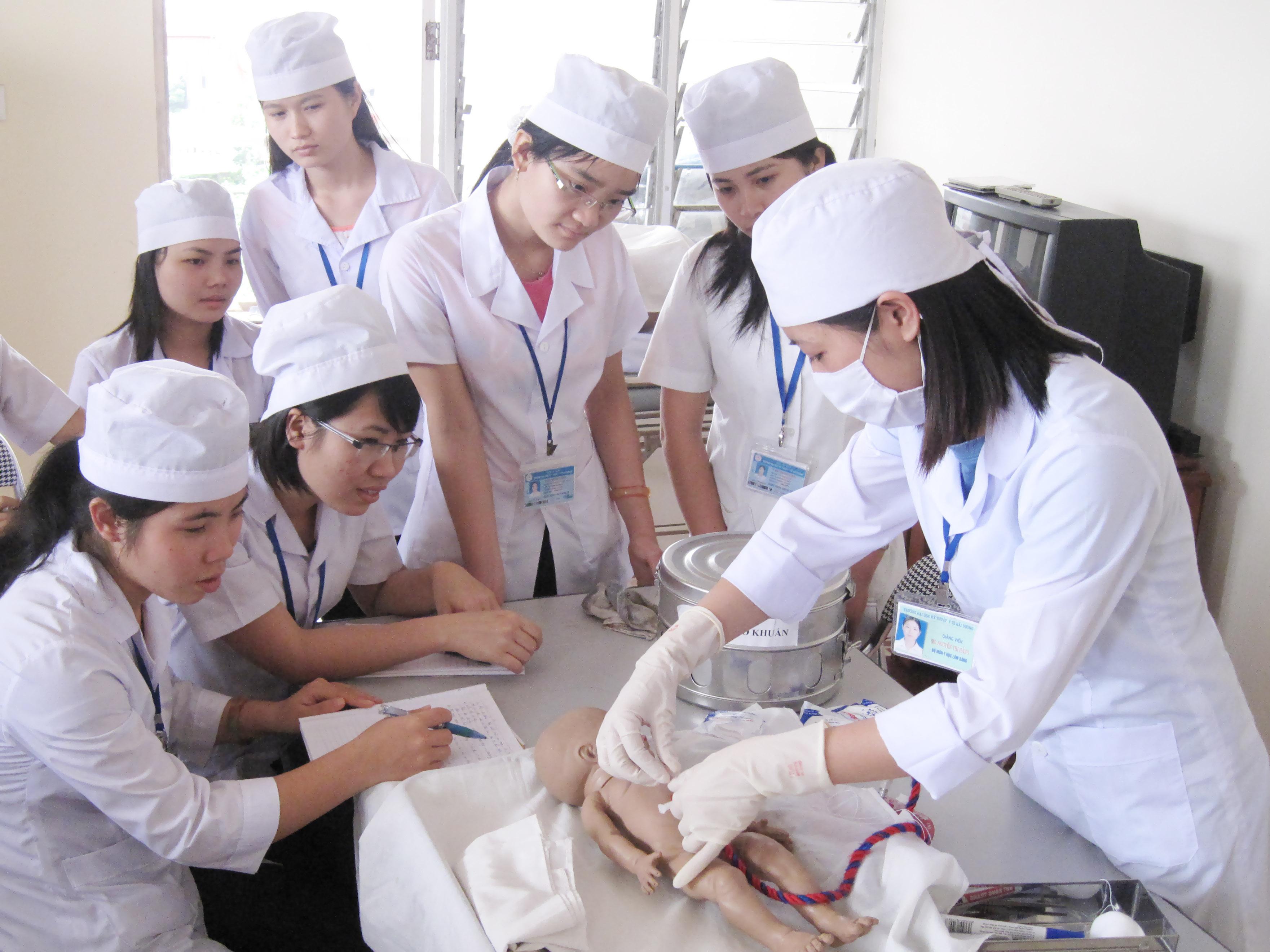 Học điều dưỡng ra trường làm công việc gì