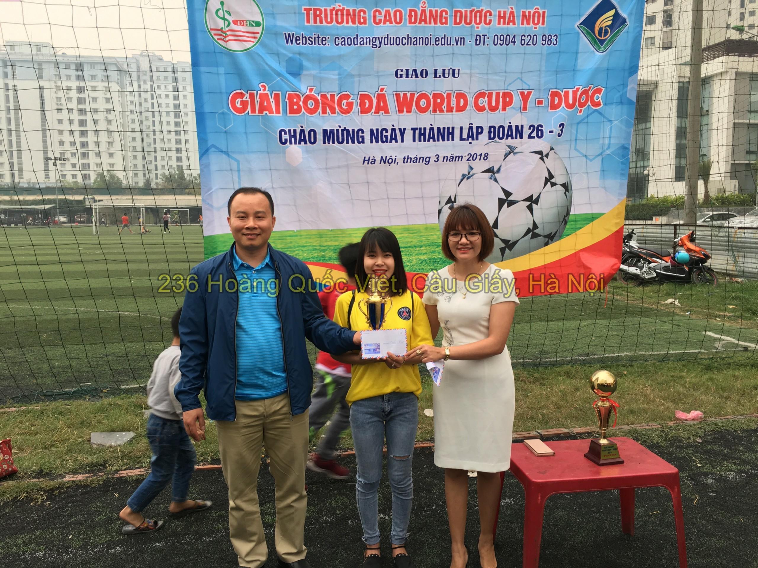 Trao giải đội bóng đá nữ đoạt cúp vô địch