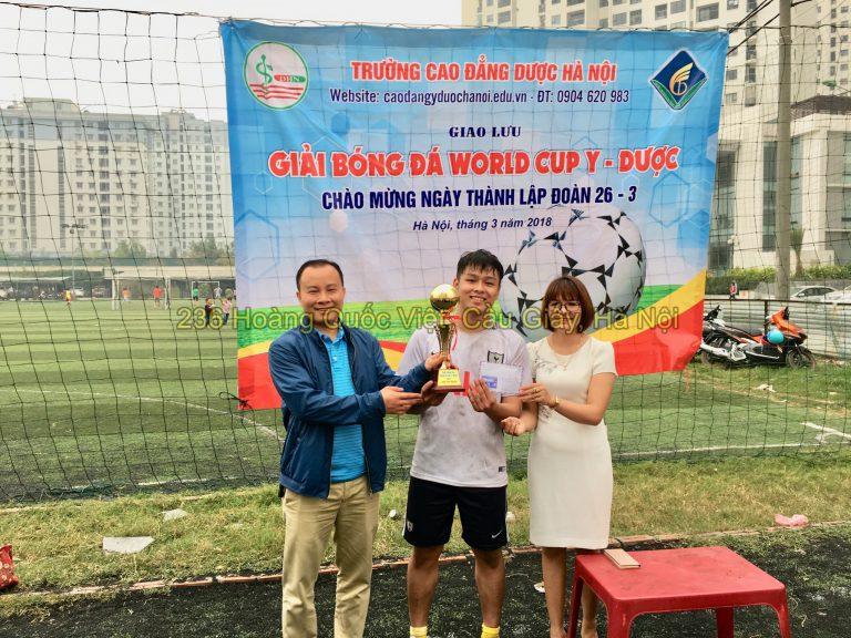 Trao giải đội bóng đá nam đoạt cúp vô địch