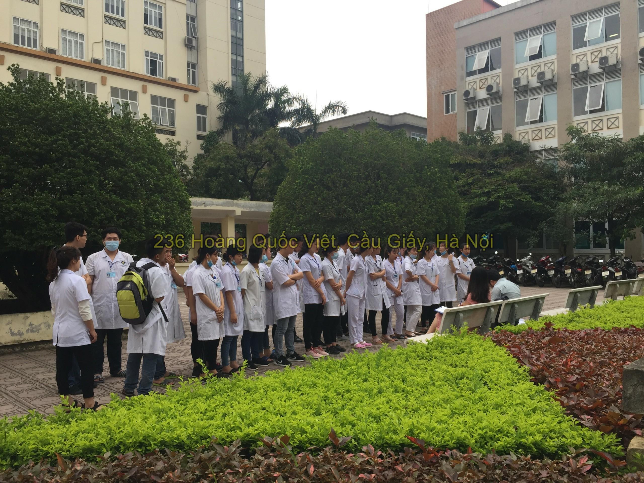 Sinh viên đi thực tập bệnh viện E