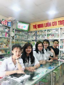 Sinh viên cao đẳng dược đi thực tập nhà thuốc