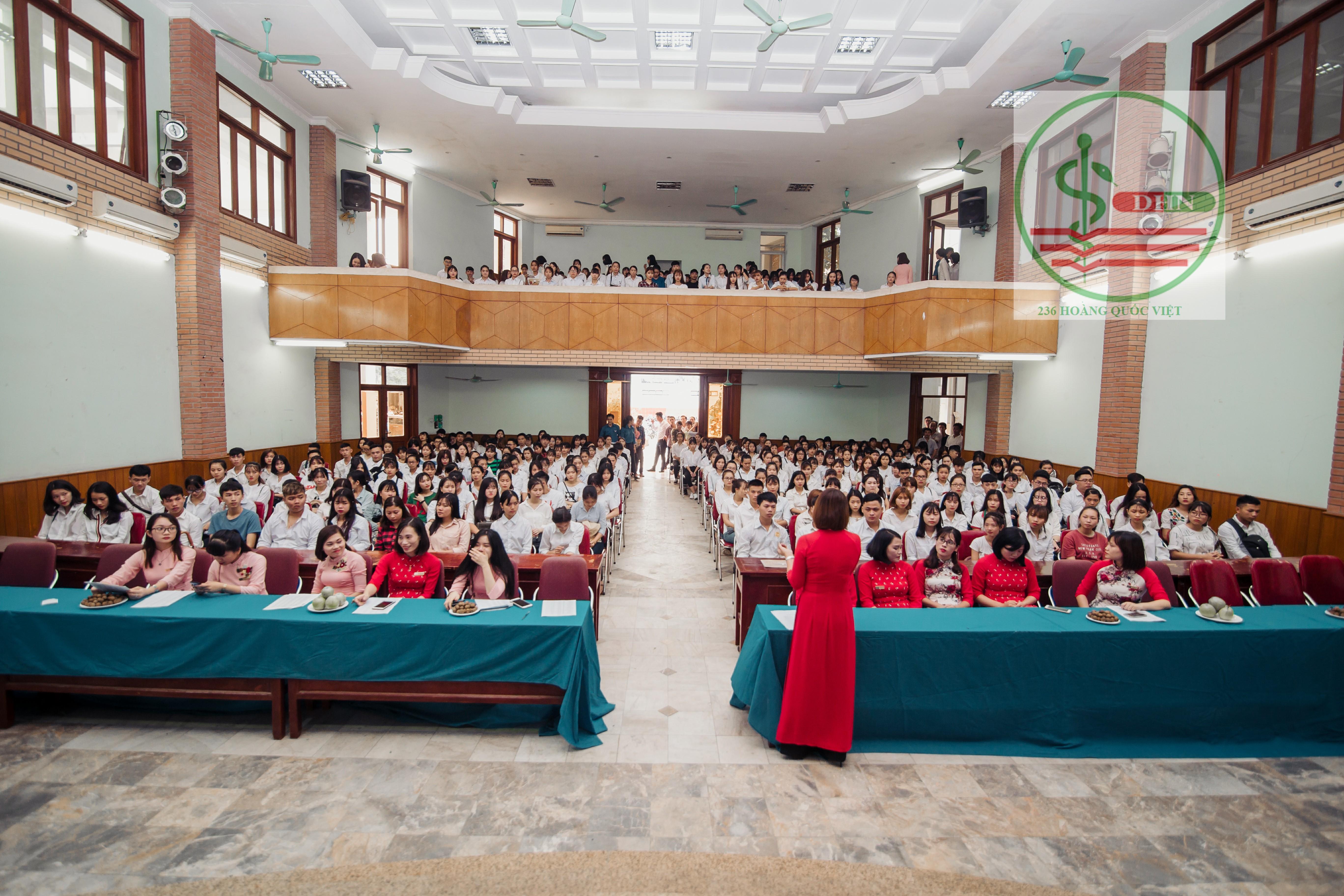 Lễ tập trung của sinh viên khóa mới