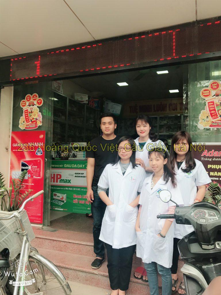 Sinh viên đi thực tập nhà thuốc