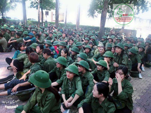 Sinh viên học quân sự đầu khóa